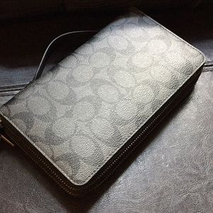 Coach Signature Travel Wallet NEW
